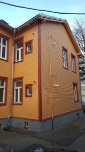 Palkmaja renoveerimine. Fassaadi soojustamine ja voodrilaua vahetus. Fassaadilaua paigaldus. Sokli soojustamine ja katmine fassaadiplaadiga. Treppide ehitus. Korteriühistu.